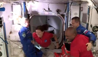 SpaceX, 4 NASA astronotunu başarıyla uzay istasyonuna götürdü